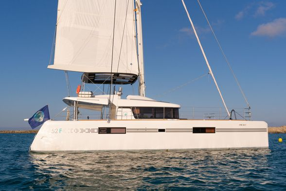 Catamaran-Lagoon-52-Ibiza-starboard