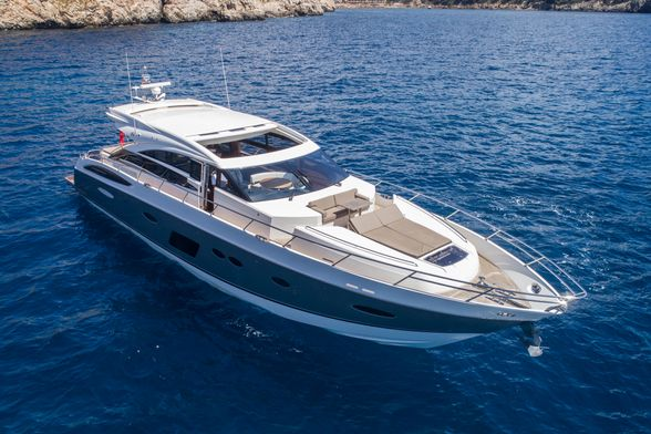 Princess-V72-Yacht-Ibiza-proa