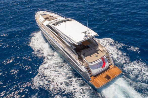 Princess-V72-Yacht-Ibiza-popa