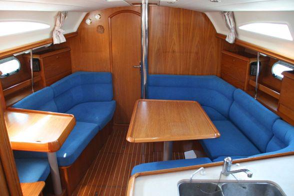 Jeanneau-Sun-Odyssey-37-Sailboat-Ibiza-salon