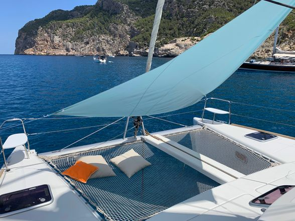 Catamaran-Lagoon-380-Ibiza-front-net