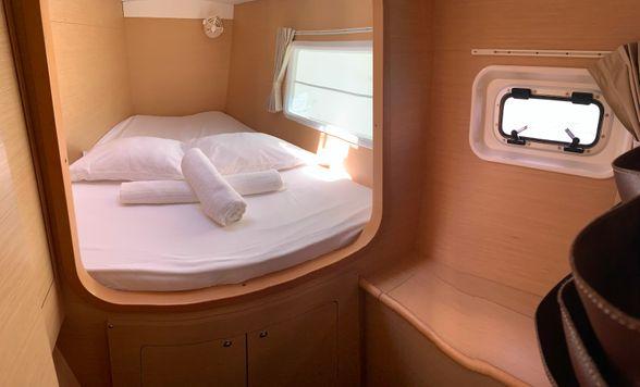 Lagoon-380-Ibiza-cabin-bow
