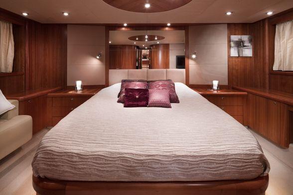 Predator-72-Yacht-Ibiza-Double-room