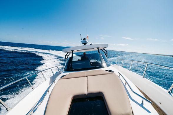 ORYX-Boat-Ibiza-Solarium-proa