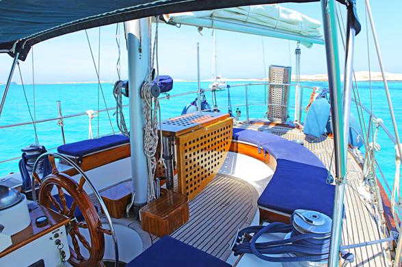 OctopusC-Sailing-Boat-Ibiza-sofas