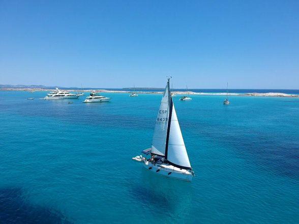 Sailboat-Jeanneau-sun-odyssey-29-Ibiza-sailing
