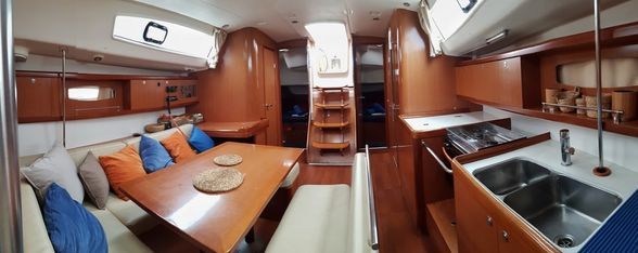 Sailboat-Oceanis-43-Ibiza-Salon