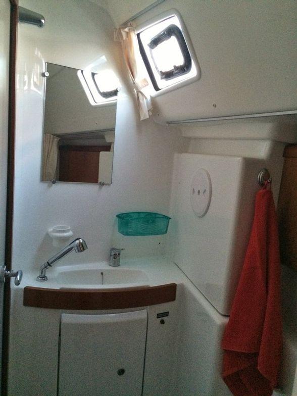 Sailboat-Oceanis-43-Ibiza-WC