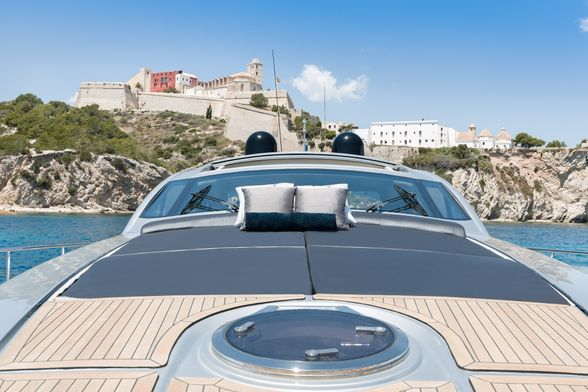 Pershing-72-Yacht-Ibiza-proa