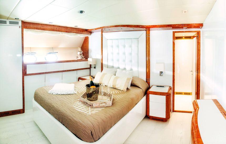 Mangusta-108-Yacht-Ibiza-Double-room