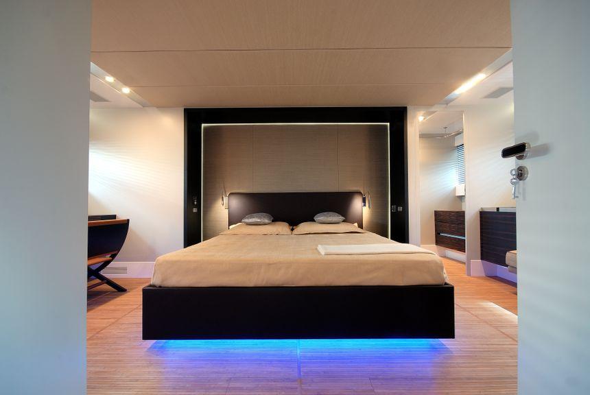 Canados-90-Yacht-Ibiza-Double-room