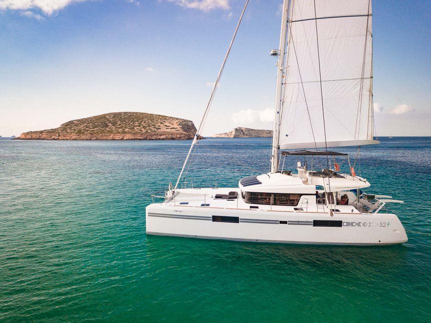 Catamaran Ibiza secret place 3 copia 2