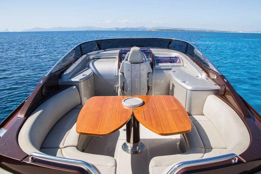 Riva-44-Ibiza-Boat-Inside