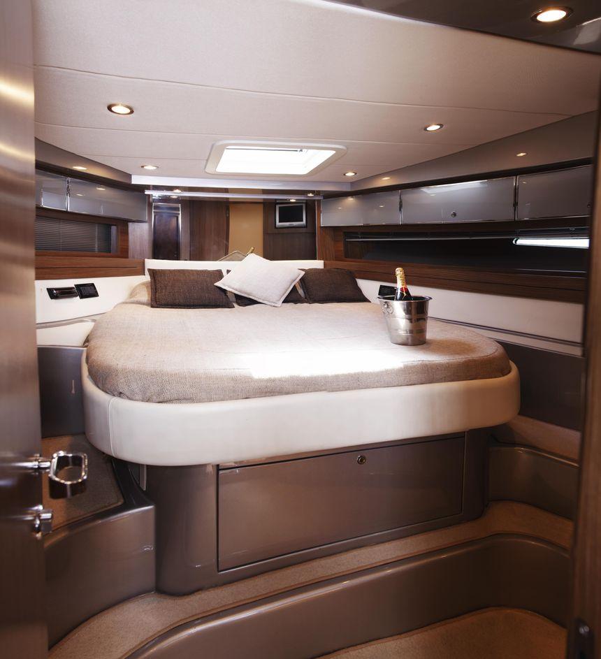 Riva-52-Ibiza-Boat-Double-Bed
