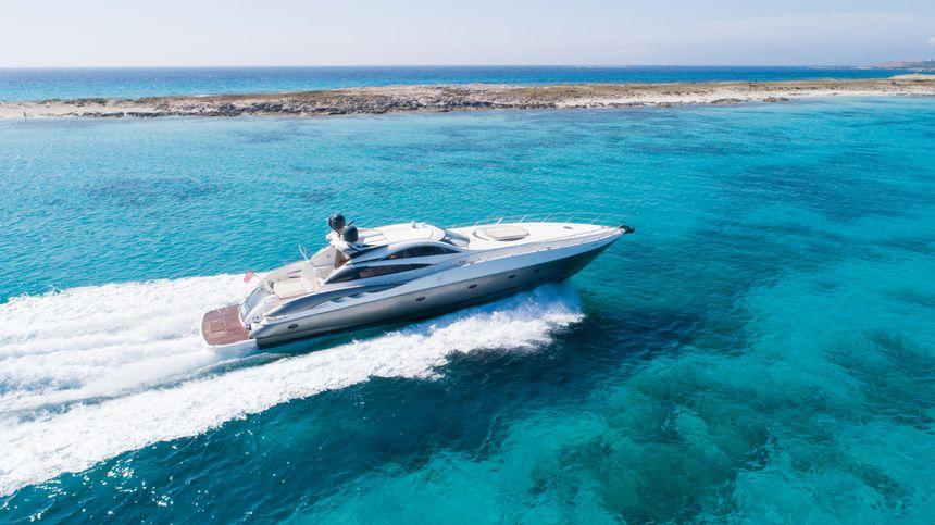 Predator-75-Yacht-Ibiza (2)