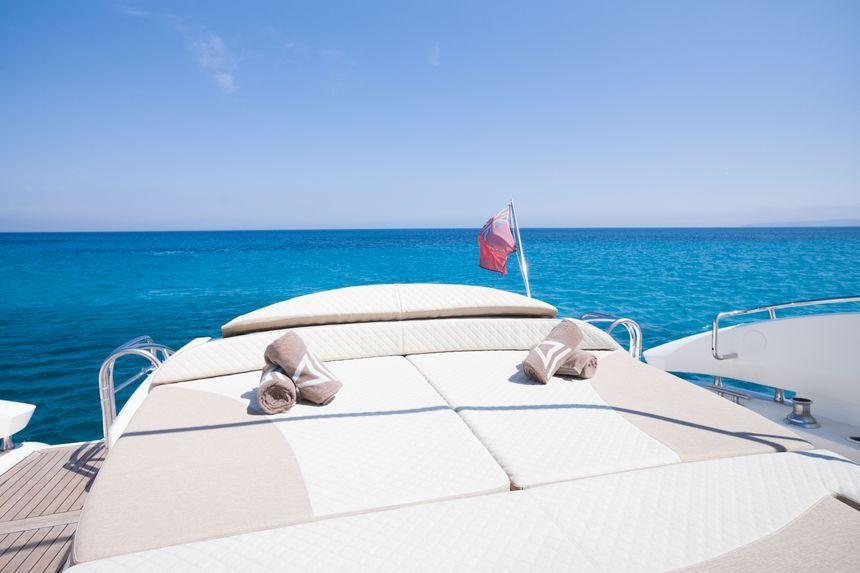 Predator-75-Yacht-Ibiza-Solarium-popa