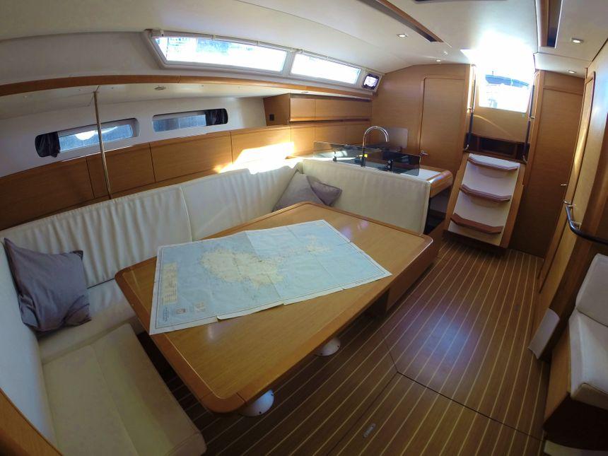 Sailboat-Ibiza-Esquitx-Salon