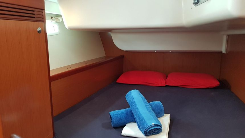 Sailboat-Oceanis-43-Ibiza-Doubleroom