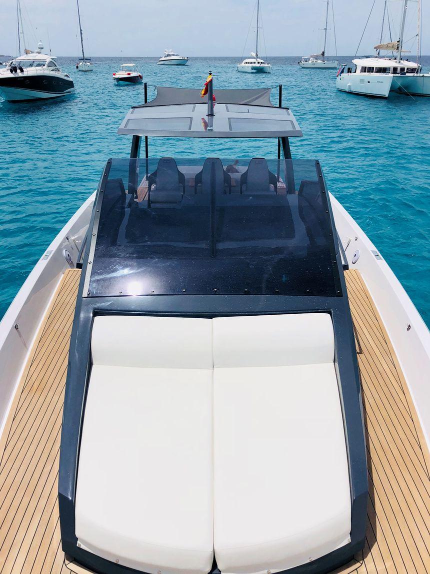 Infinity-47-Boat-Ibiza-Solarium-proa