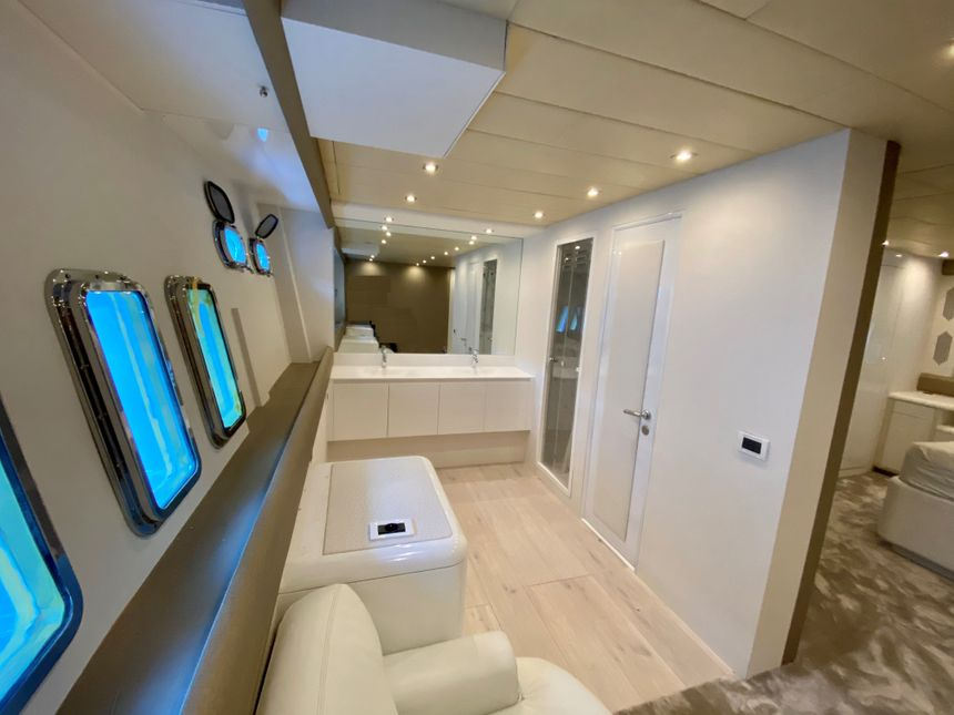 Mangusta-108-Yacht-Ibiza-WC
