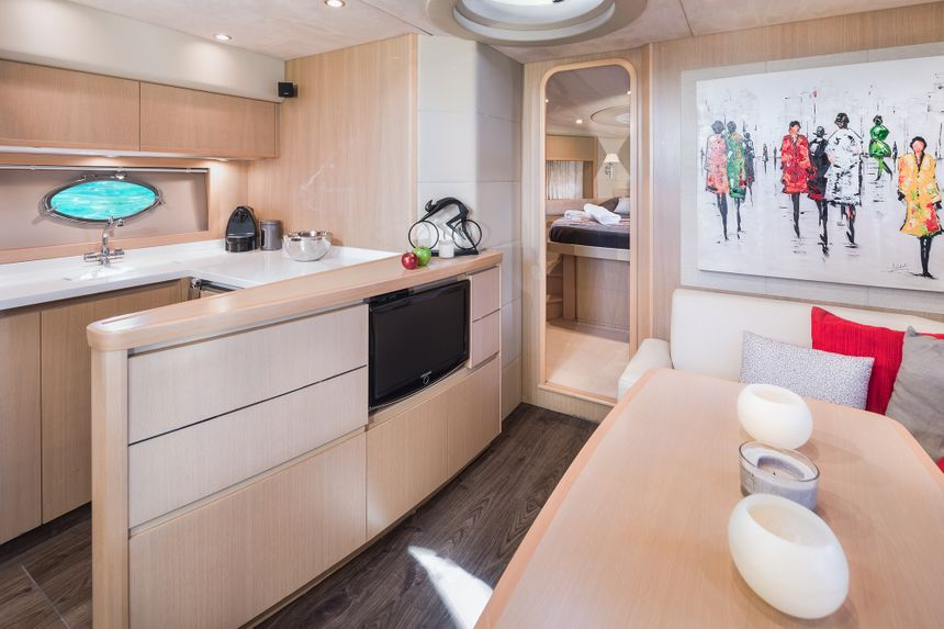 Princess-V53-Ibiza-Boat-room